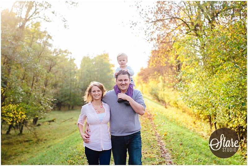 Familienbilder am Fluss